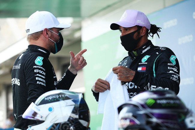 Lewis Hamilton talks to Valtteri Bottas during qualifying for the F1 Grand Prix of Spain at Circuit de Barcelona-Catalunya on August 15, 2020 in Barcelona, Spain. (Photo by Albert Gea/Pool via Getty Images)