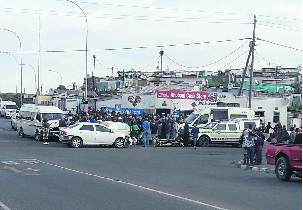 Two cars and quantum collided at four-way-stop on the corner of Mew Way and Steve Biko roads near Endlovini Informal Settlement on Sunday.PHOTO: unathi obose