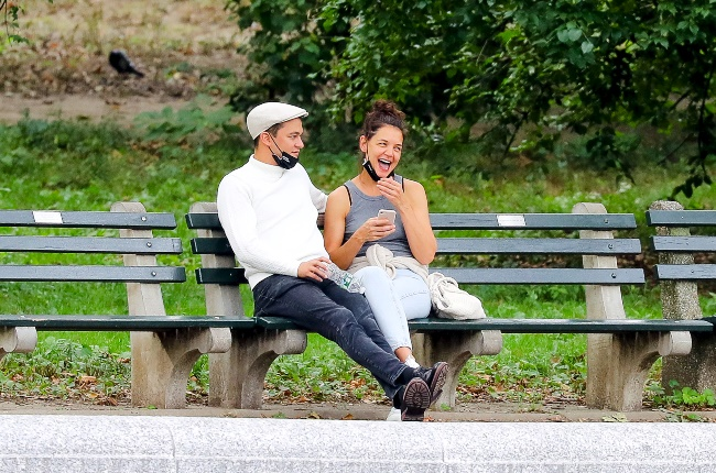 Actress Katie Holmes and chef Emilio Vitolo were seen looking cosy on a bench in Central Park. (PHOTO: SPLASH NEWS/GREAT STOCK)