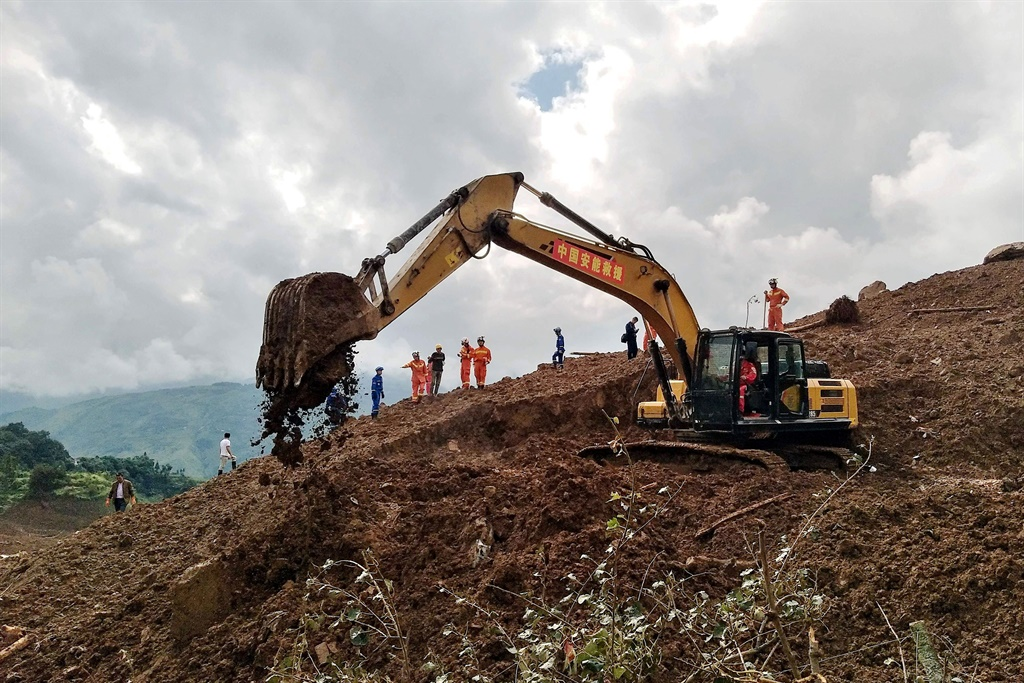 An excavator and rescuers work at the site of a landslide in Liupanshui in China's southwestern Guizhou province. (STR, AFP)