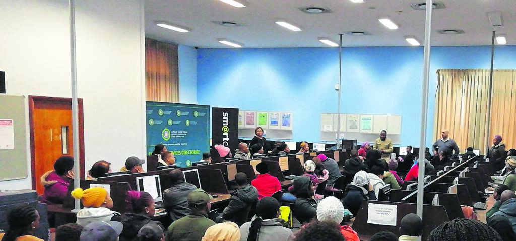 Many unemployed people gathered at the Cape Town Library and were assisted by the City's staff members to register on Lulaway.