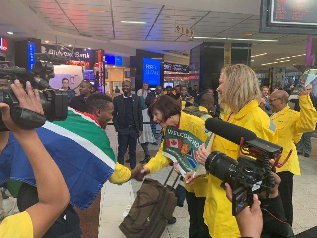 Minister of Environment, Forestry and Fisheries Barbara Creecy (middle right) welcoming SA firefighters back home.