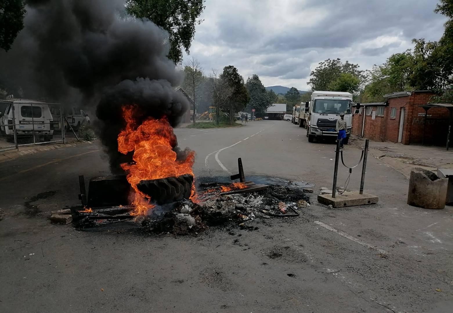 Msunduzi's waste employees closed Pietermaritzburg engineers' workshop on Dual Road with burning tyres. PHOTO: LETHIWE MAKHANYA