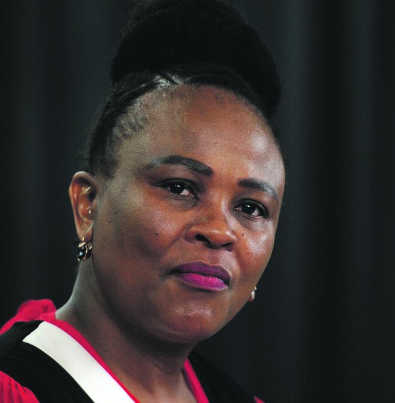Mkhwebane het toenemende oproepe om haar te verdryf: 'Ek glo ek sal my termyn as openbare beskermer voltooi' - News24
