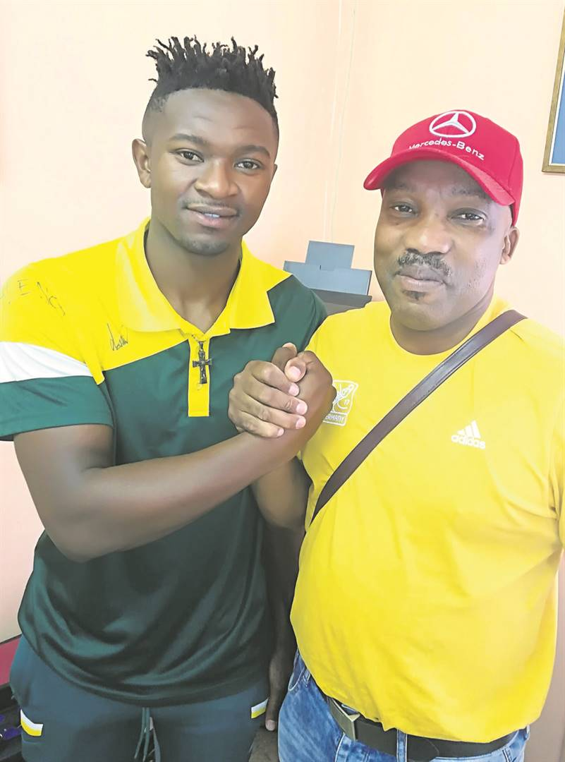 Coach Victor Rhee Hlulani shakes hands with Samkelo Dumse before he leaves South Africa for Germany.Photo:SELBY MADIKANE
