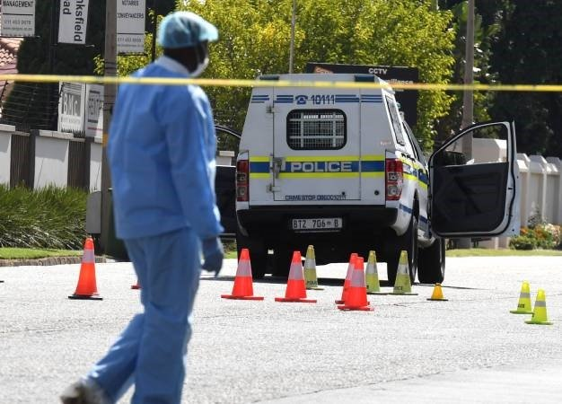 Police and forensic investigators cordon off the crime scene. (Deaan Vivier, Gallo Images, netwerk24, file)