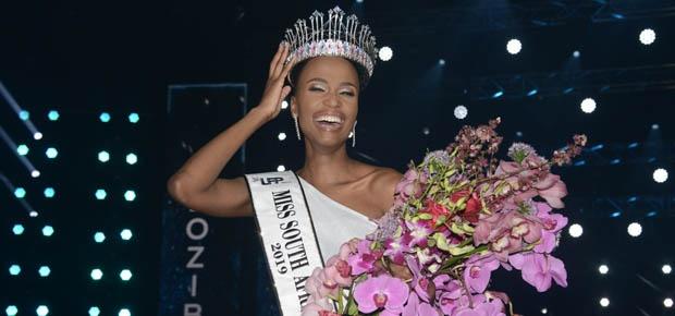 Channel24.co.za | PRENTE: Juffrou Suid-Afrika Albei Tunzi se kroning-oomblik