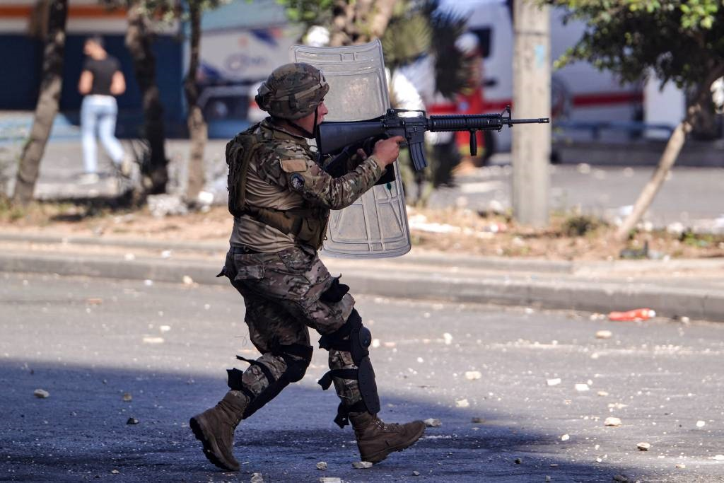 A Lebanese soldier takes aim during clashes with anti-government protesters in the Bab al-Tabbaneh neighbourhood in the northern port city of Tripoli, on June 13, 2020.