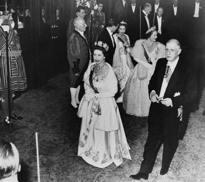 Queen Elizabeth and French president Charles de Ga