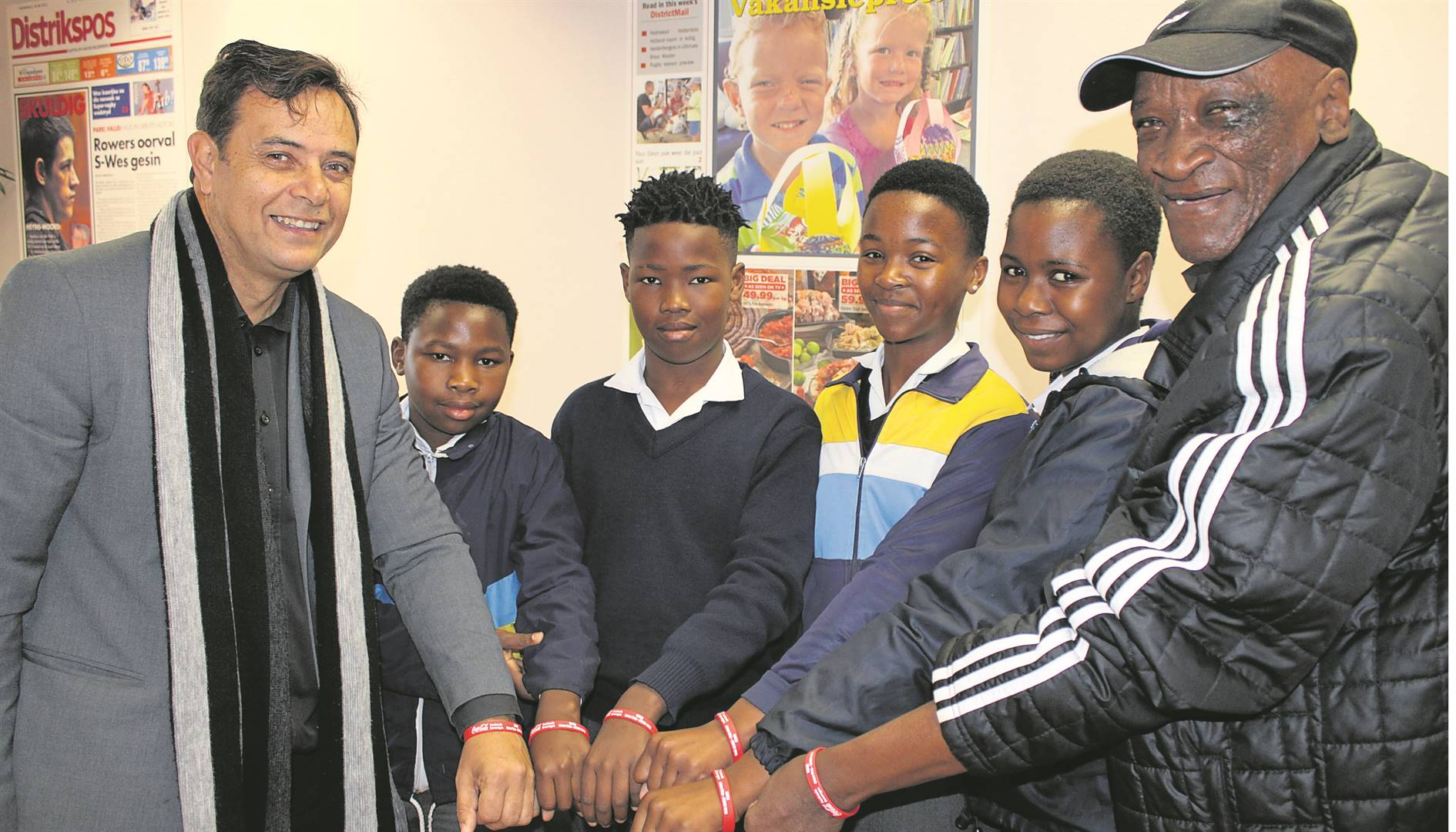 Showing off their new wristbands with emergency contact numbers were Ikraam Wentzel (deputy principal of Rusthof Primary) with learners Lionel Visagie, Asekho Kwepile, Indiphile Waka, Onikayo Makhenyane and Vincent Daniels (Sacsa president). Photo: Yaseen Gaffar