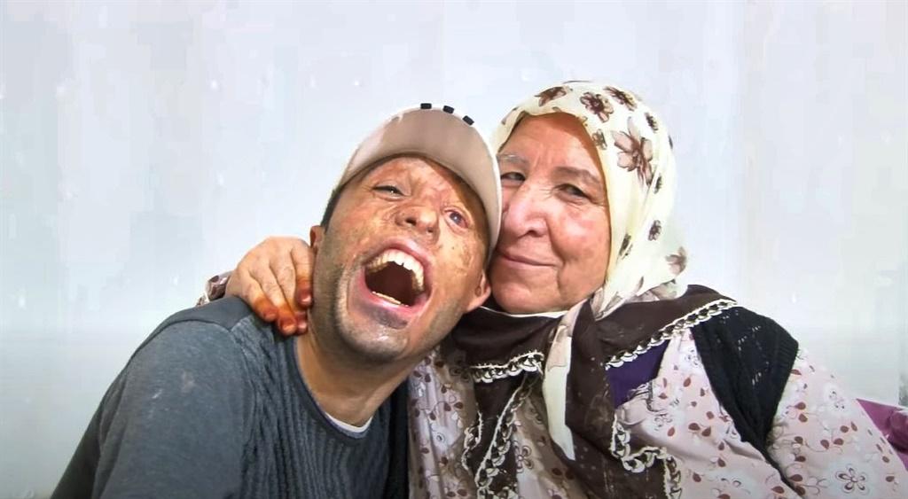 Mehmet Ali Durak en sy ma, Emine. Foto: Newsflash/