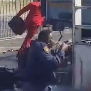 WATCH | Police fire rubber bullets as Cape Town residents loot liquor truck