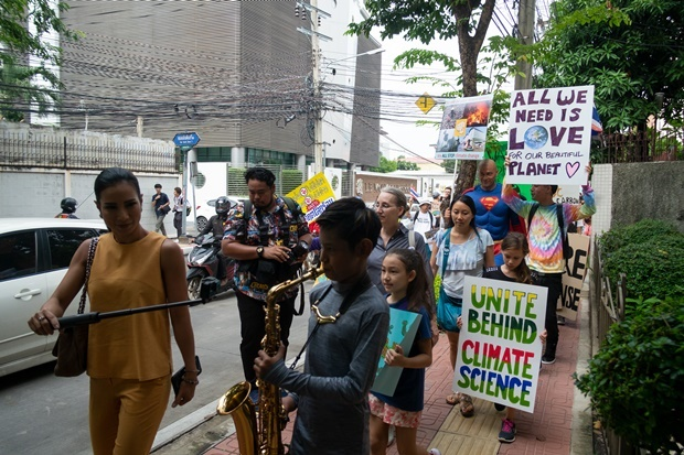 """Young demonstrators take part in the """"Global Climate Strike"""" protest in Bangkok. (Dene Chen, AFP)"""
