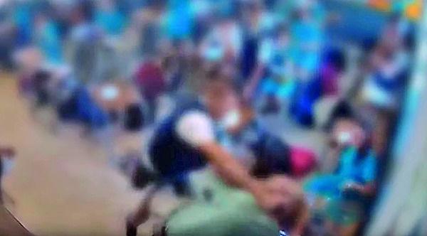 Skermgrepe van die aanval uit die video wat deur '