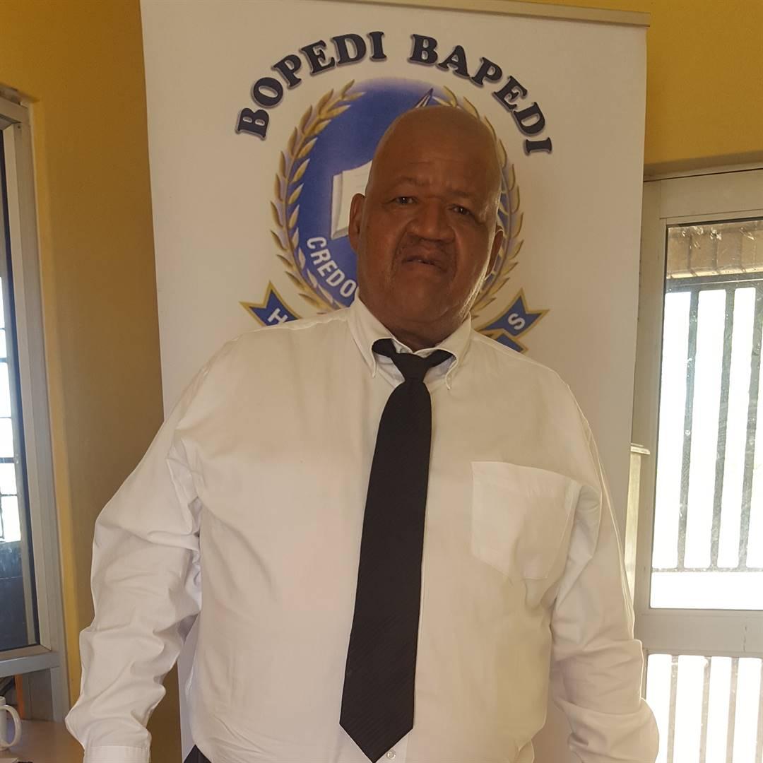 Limpopo-skoolhoof wat leerlinge in 'n virale video opgeskort het, is opgeskort - News24