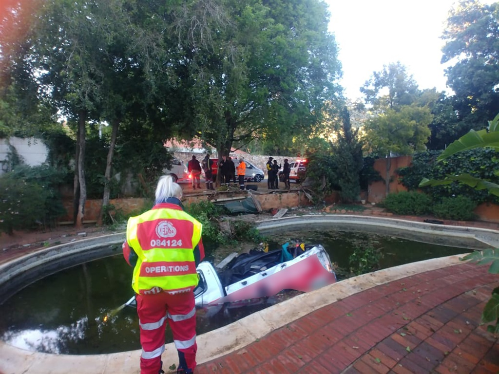 A man died after he crashed through a wall and into a swimming pool in Westcliff, Johannesburg. (Supplied: ER24)