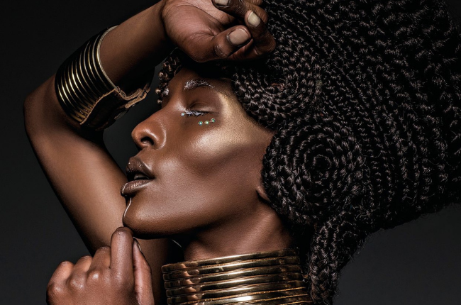 Sparkle with gold make-up. Image: Getty Images/Gallo Images