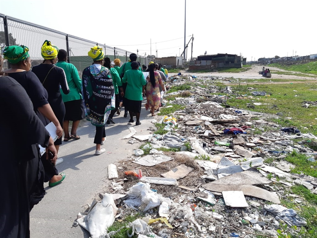 The woman's body was found at the end of this walkway next to a primary school (Jenni Evans, News24)
