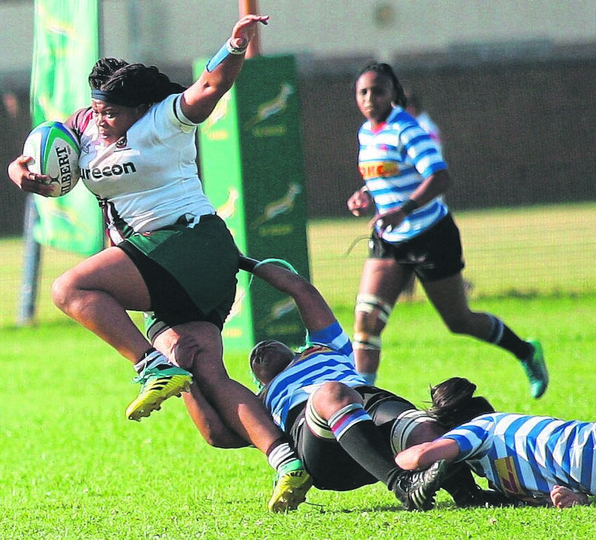Lihle Mzimkhulu of WP ladies (centre) hangs on desperately to stop Border's Patricia Ngwevu during SA Rugby's A-section final played at City Park, Athlone on Saturday 7 September. WP won their third consecutive national title beating the visitors 38-32 in an enthralling match. PHOTO: Rashied Isaacs