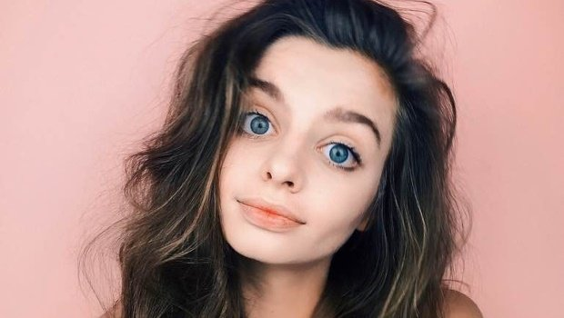 The internet is obsessed with this woman's beautiful big eyes – and we totally see why!