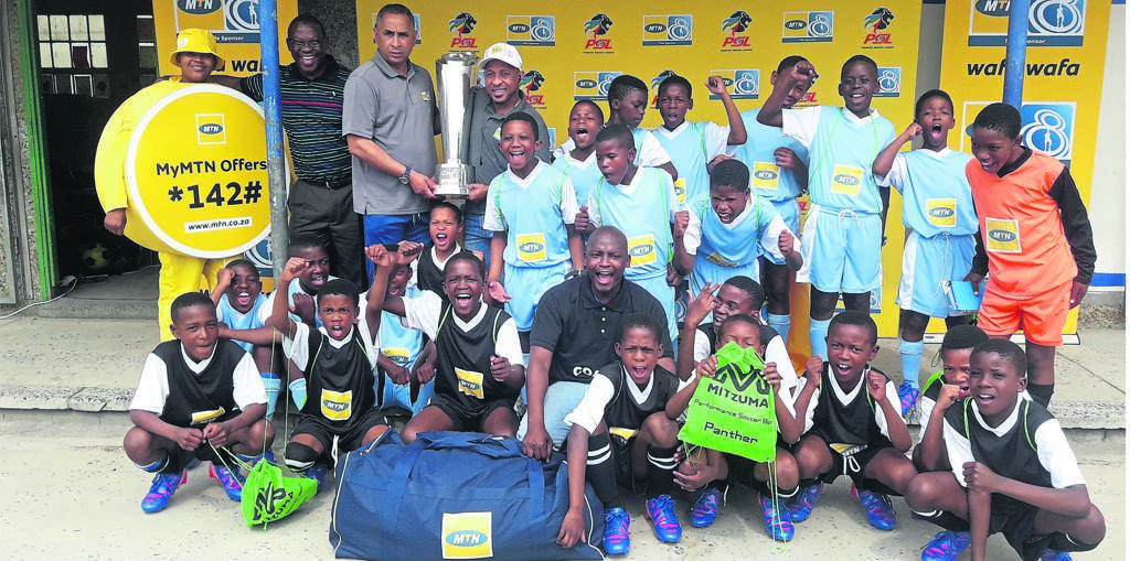 Leanrers wearing the new kit donated by the MTN 8 Legends. Andries Burton and Benedict Vilakazi are holding the MTN 8 Cup. PHOTO: UNATHI OBOSE