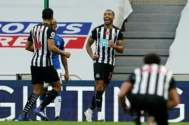 Newcastle Uniteds English striker Callum Wilson (C) celebrates scoring their second goal during the English Premier League football match between Newcastle United and Everton at St James Park in Newcastle-upon-Tyne, north east England on November 1, 2020. (Photo by Owen Humphreys / POOL / AFP) / RESTRICTED TO EDITORIAL USE. No use with unauthorized audio, video, data, fixture lists, club/league logos or live services. Online in-match use limited to 120 images. An additional 40 images may be used in extra time. No video emulation. Social media in-match use limited to 120 images. An additional 40 images may be used in extra time. No use in betting publications, games or single club/league/player publications. /