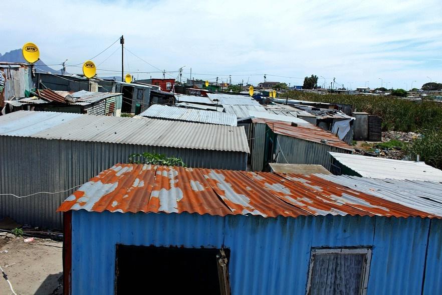 News24.com | Rotte woon steeds in die vuil sloot van die Gugulethu-nedersetting