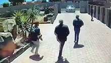 WATCH | UPDATE: Suspects make a run for it after failed house robbery in Winchester Hills