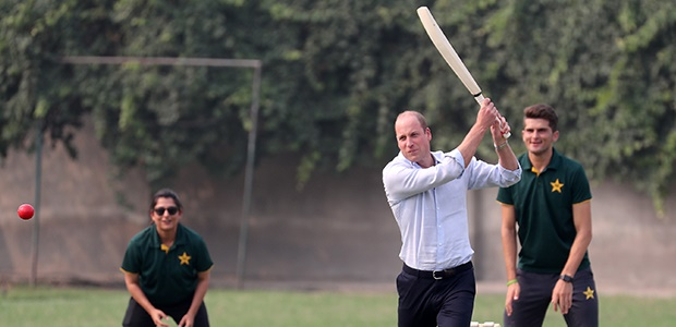 Channel24.co.za | WATCH: Will and Kate show off their cricket skills