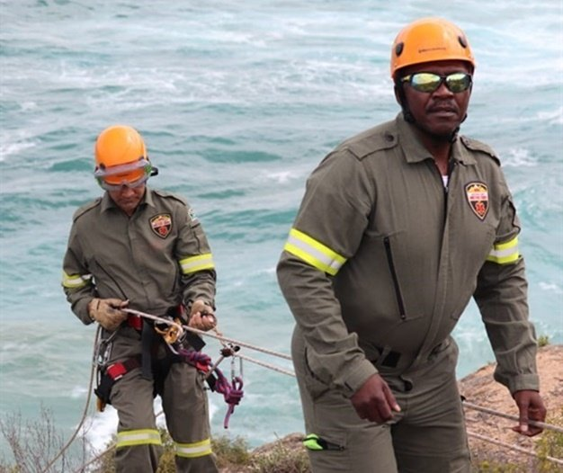 Ground search and rescue team abseiling down to rocks. (Supplied by Captain Malcolm Pojie, SAPS)