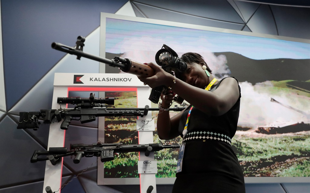 News24.com | Guns and smiles: Russia flaunts firepower at Africa summit