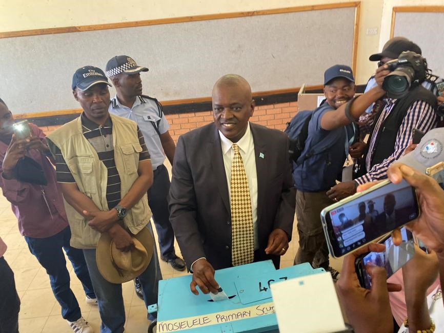 Botswana president and leader of the Botswana Democratic Party Mokgweetsi Masisi casts his vote at his home village of Moshupa. Picture: Siyabonga Sishi/Reuters