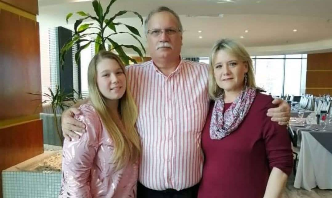 Zoë (26), her father Greg (63) and mother Angela Freshwater (52) all died three days apart from Covid-19.PHOTO: