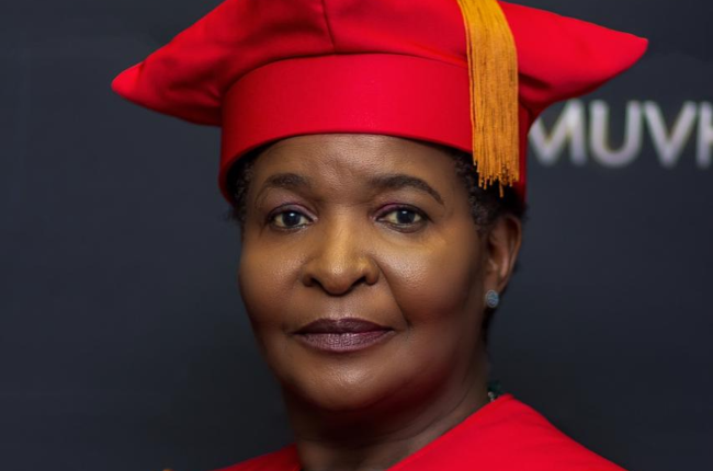 Local actress Regina Nesengani populalry known as Vho Masindi on Muvhango has completed her Phd from UNISA.