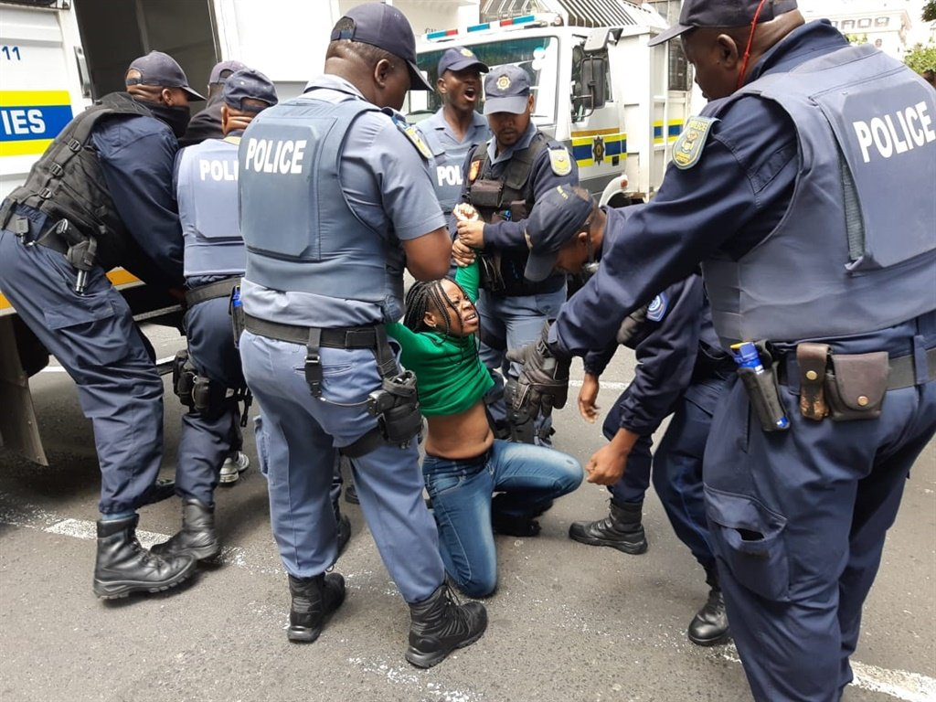 News24.com | Seven children, 5 adults still unaccounted after foreign nationals removed from Cape Town refugee sit-in protest