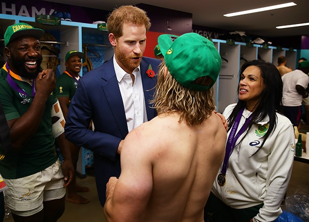 Channel24.co.za | WATCH: Prince Harry enjoys a cold one with the Bokke after Rugby World Cup win