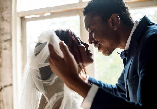 wedding delayed by bride's parents
