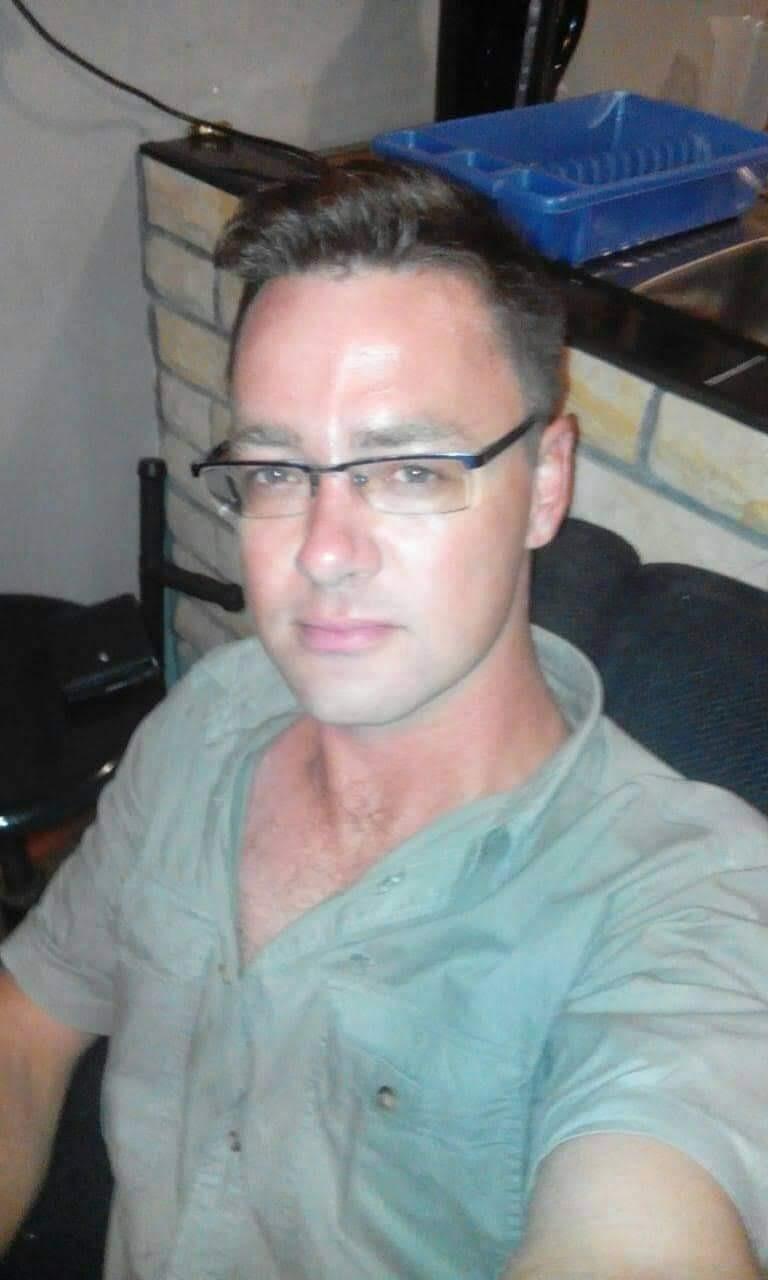 Michael Nelson het vir homself as elektrisiën gewe