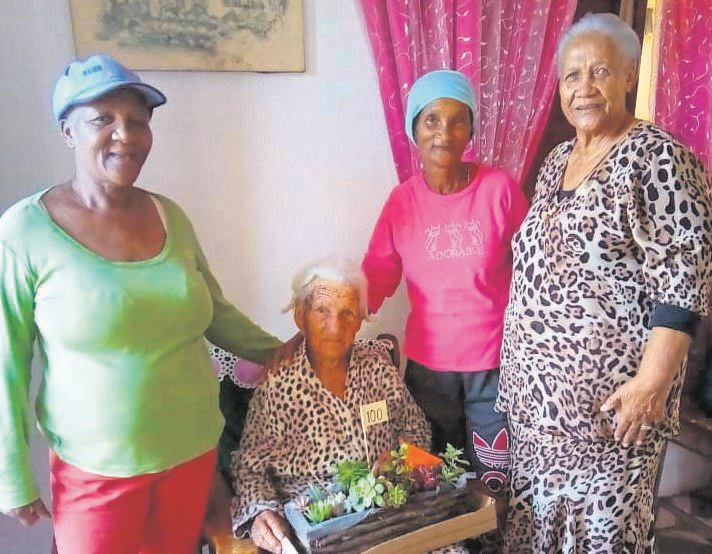 Stienie Fortuin (seated) from Thornhill celebrated her 100th birthday on 14 November. Among the family and friends who were there to congratulate her on the momentous occasion were Gladys Philander, her daughter Elen Fortuin and Kouga Mayoral Committee member Frances Baxter.     Photo:SUPPLIED