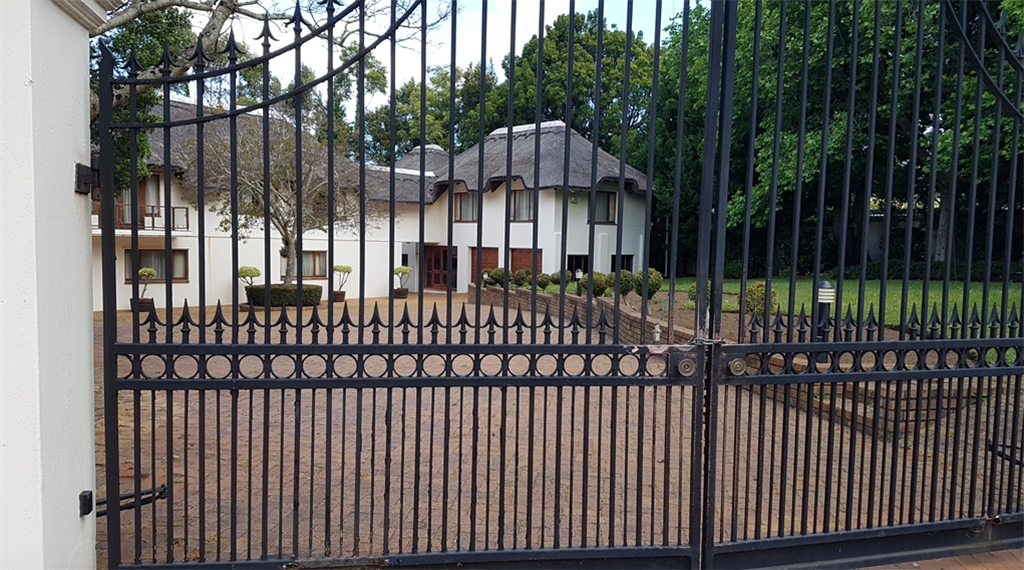 The Gupta property in Constantia in Cape Town (sup