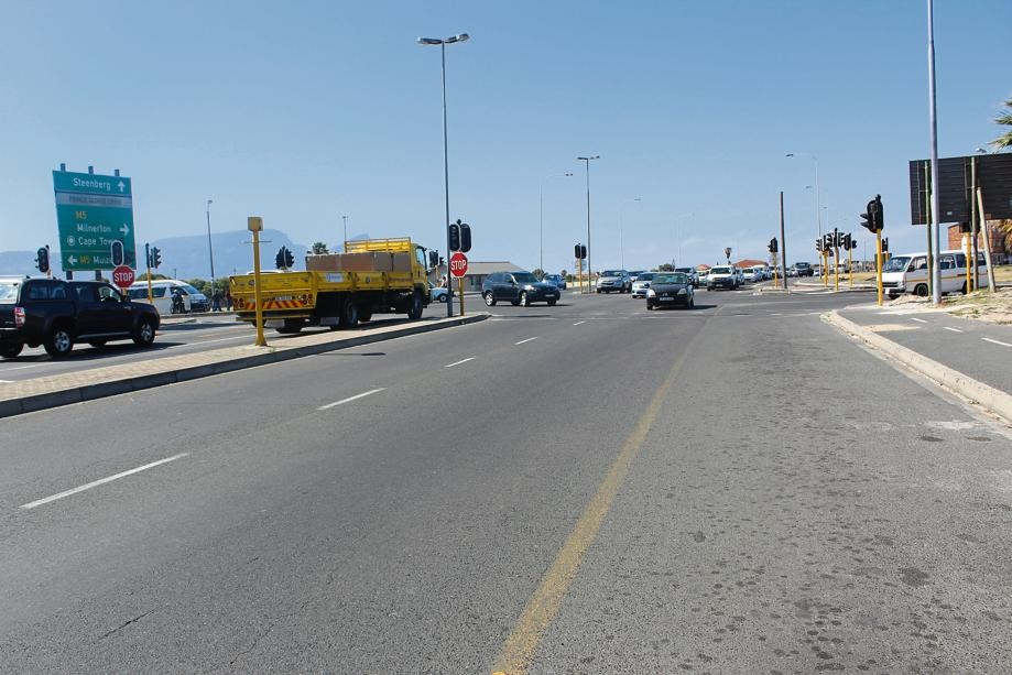 Traffic piles up and robberies are committed where the traffic lights are no longer operating in Seawinds and Vrygrond.