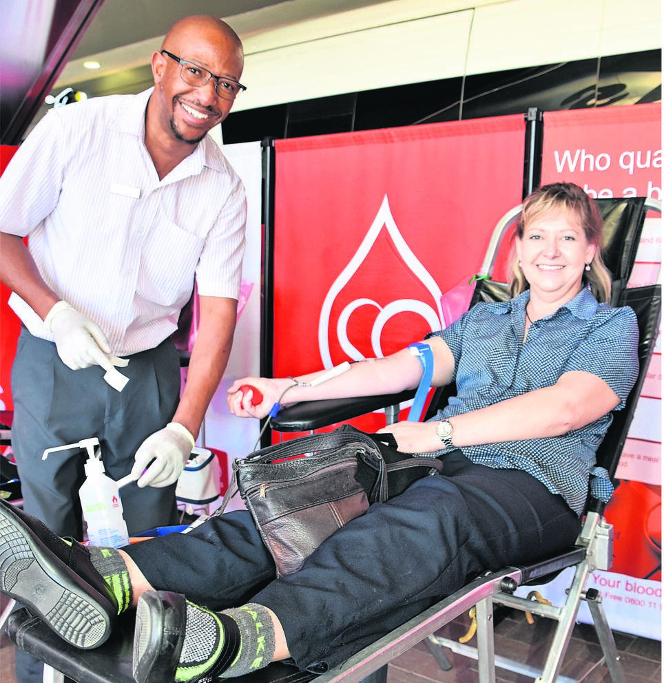 Annelise Pieterse donating blood on Thursday, 14 November, at the mobile clinic at Preller Square. With her is Tiisetso Leeuw, a donor care officer of the SANBS. Photo: Maricelle Botha