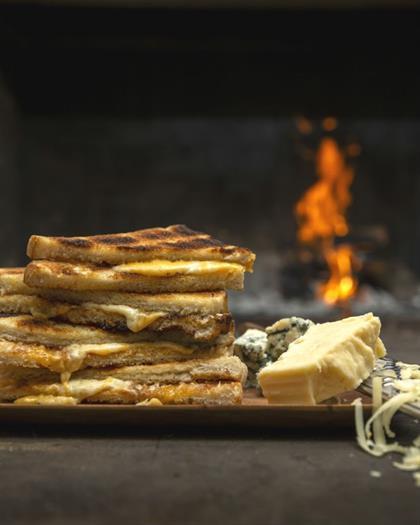 braaibroodjie sandwich on the braai