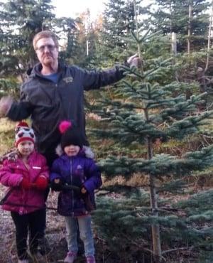 Rosaline and Aurora Crider with their dad, Corey (PHOTO: Facebook)