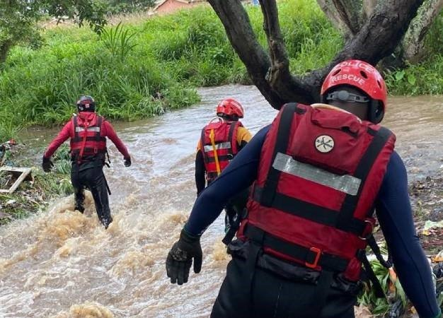 A family of six was rescued from a flash flood in Vanderbijlpark by Police Search and Rescue, SA Air Force and NSRI teams.