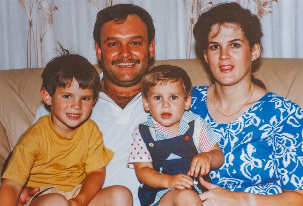 Jaco sr., Herman (links), Cobus en Annette voor Ja