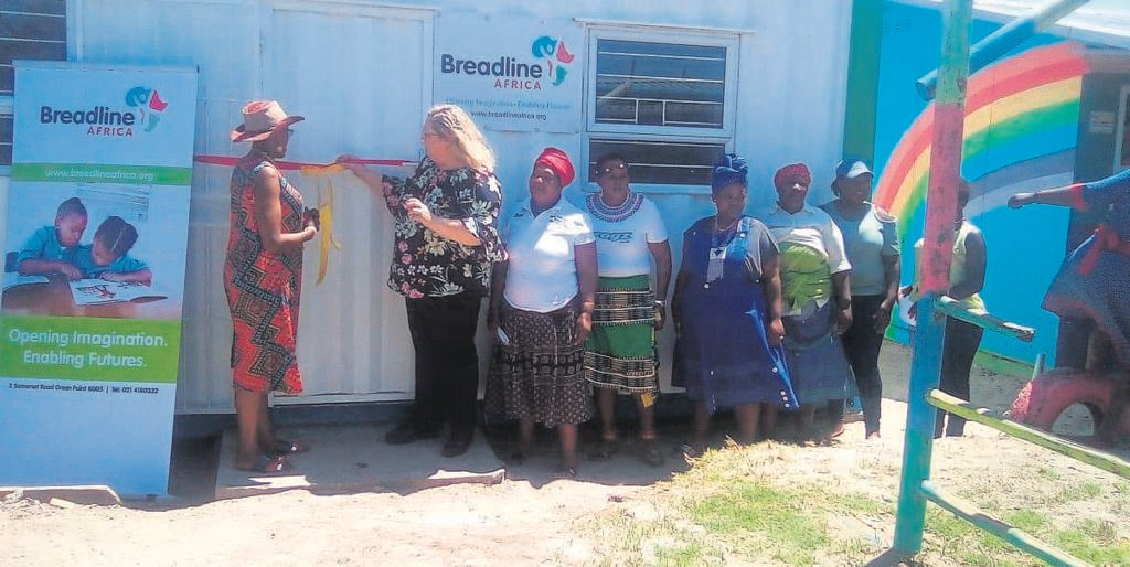 Khanyisa Educare Centre principal Boniswa Mxhakaza and Breadline Africa's Programme Manager Melanie Jackson during the hand over of the new classroom.