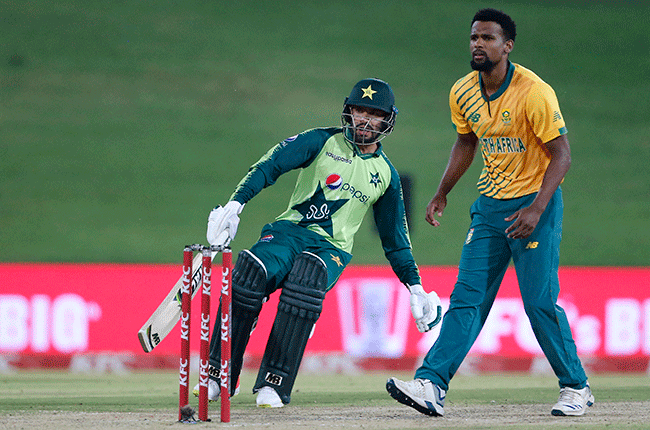 Pakistan's Mohammad Nawaz as South Africa's Lizaad Williams looks on (AFP)