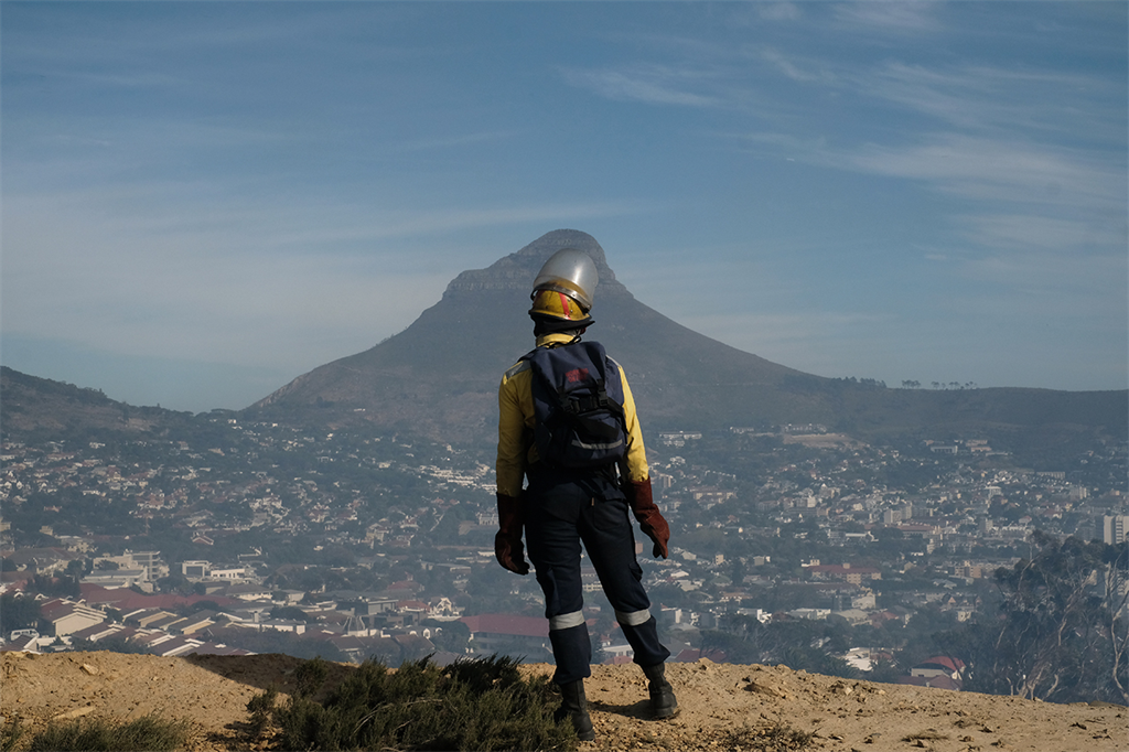 Fire fighter at Cape Town fires (Luck Daniel)