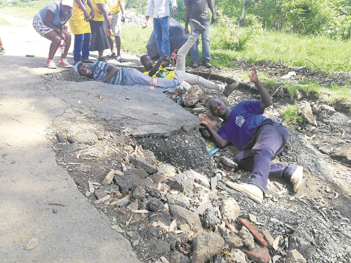 Willowfontein community members protest over the state of a road, which is in such bad condition that motorists can't utilise it.PHOTO: lethiwe makhanya